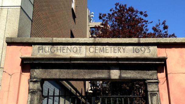 Conhecendo a Irlanda: Hughenot Cemetery
