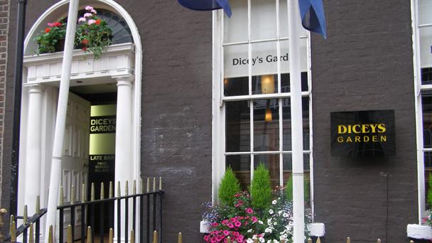Baladas em Dublin: Dicey's Garden