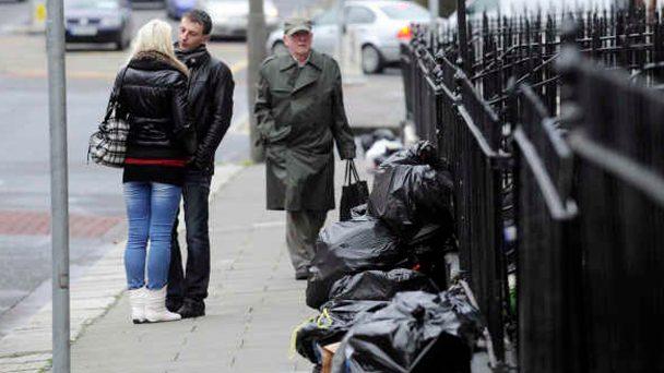 Se virando em Dublin: Coleta de lixo doméstico
